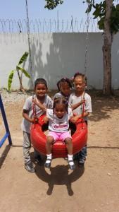 Los pequenÞos disfrutando del parque BHappy