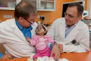 Paciente Gleidi y doctores