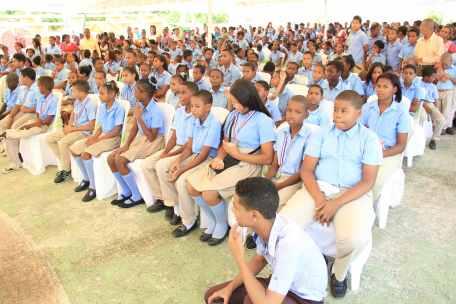 Foto 4 - Alumnos del Centro Educativo Hermanas Mirabal