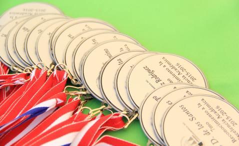 Foto 5 - Medallas entregadas a los estudiantes meritorios