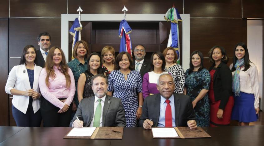 APAP - CONADIS firman acuerdo, Gustavo Ariza y Magino Corporan firman acuerdo