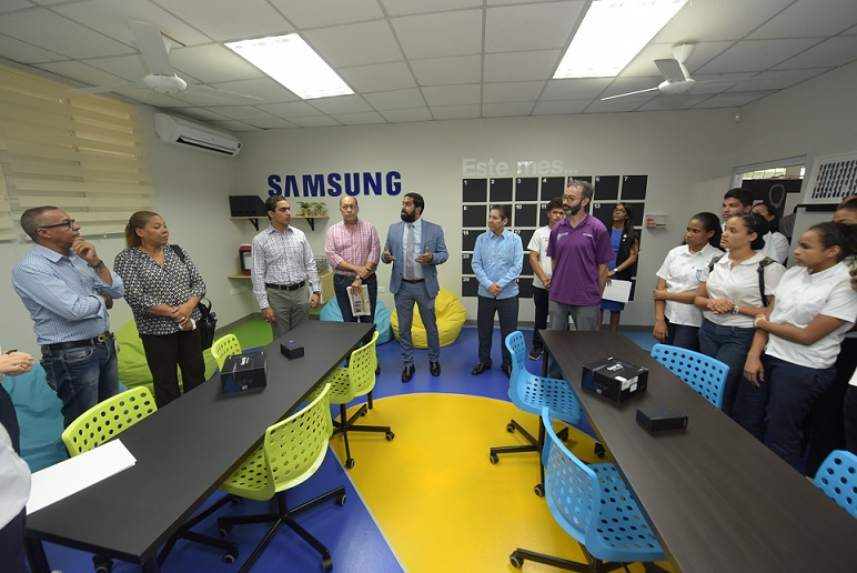 Samsung abrió las puertas de un Espacio de Innovación en las instalaciones del Liceo Científico Dr. Miguel Canela Lázaro