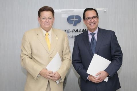 Diego Francisco, director general del IDSS y Bernal Saborioo, General de Colgate para la región del Caribe