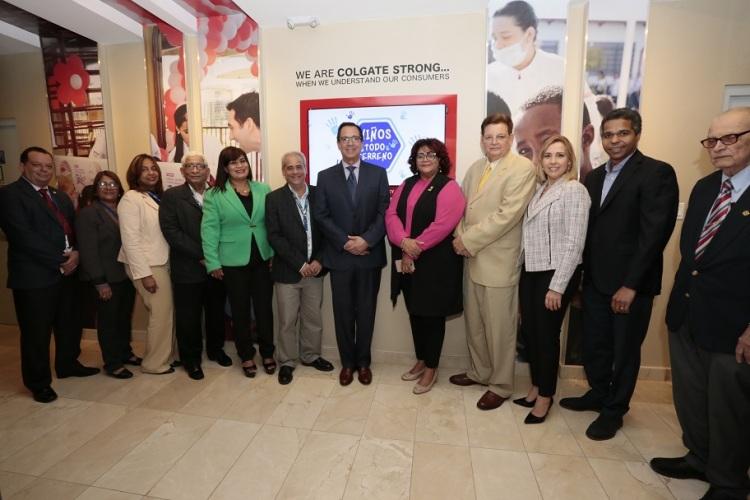 Representantes de Colgate, Administradora de Estancias Infantiles Salud Segura, Instituto Dominicano de Seguros Sociales