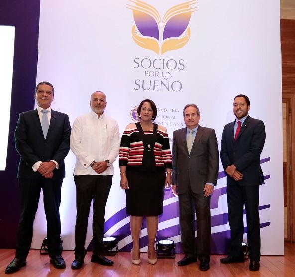 Ricardo Alberto de la Rocha,Amable Padilla, Ana María Domínguez, Franklin León y Dariel Suarez